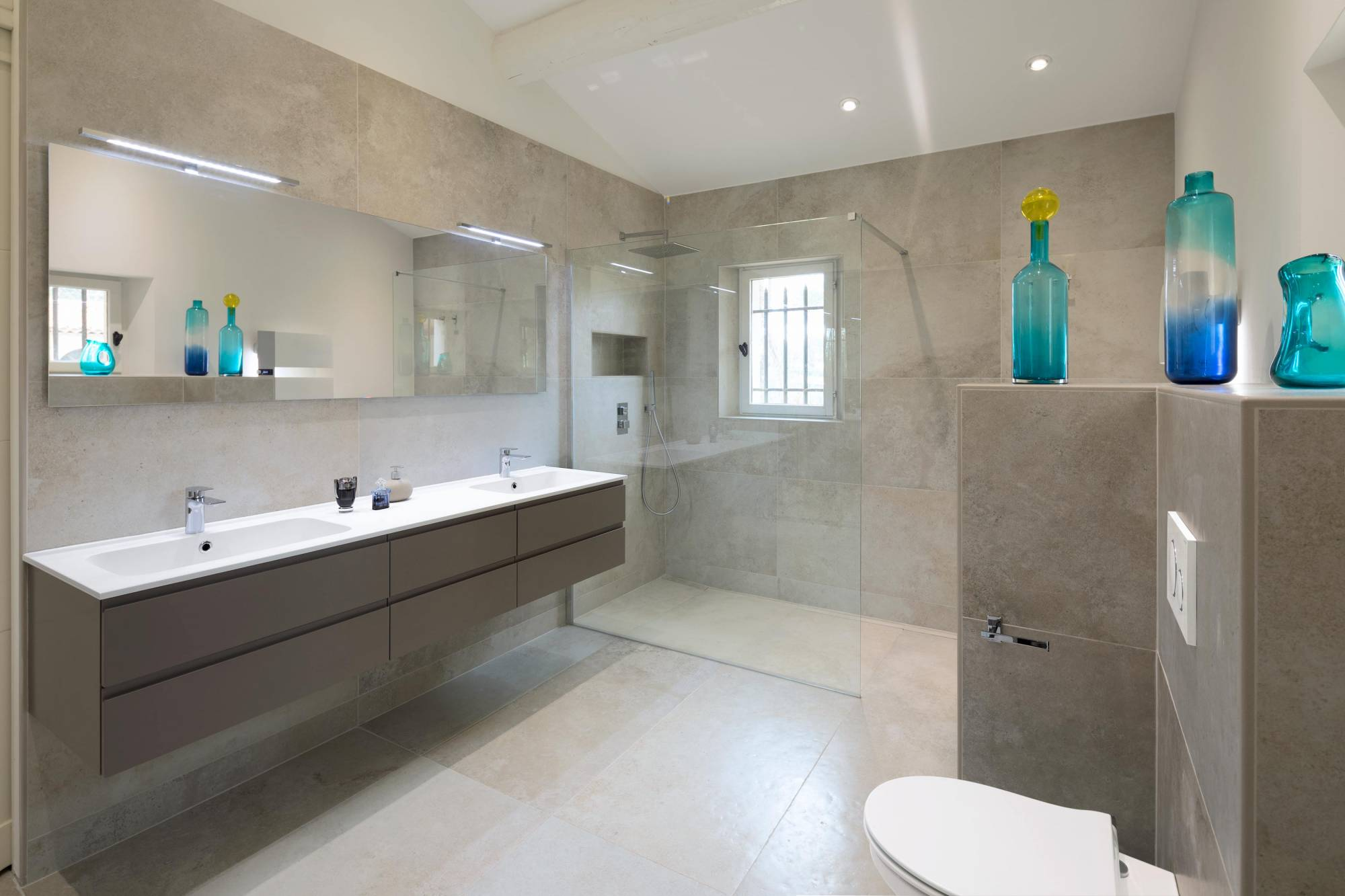 Salle de bains ultra moderne douche italienne Aix en ...