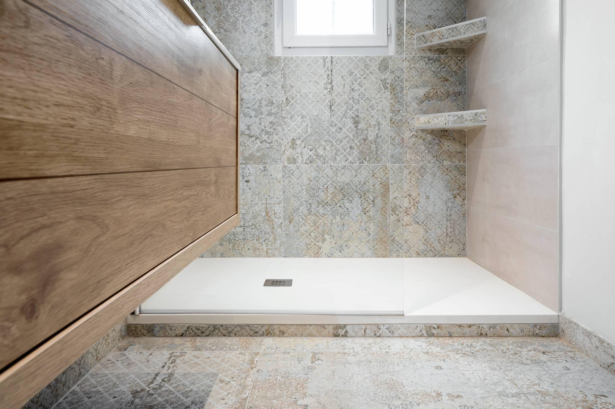 salle de bains déco entièrement rénovée aix en provence - carrelage