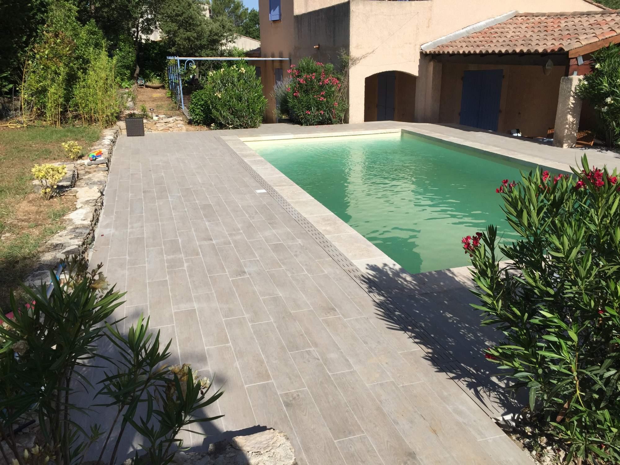 Terrasse margelles de travertin, carreau imitation parquet Aix en Provence - Carrelage intérieur ...
