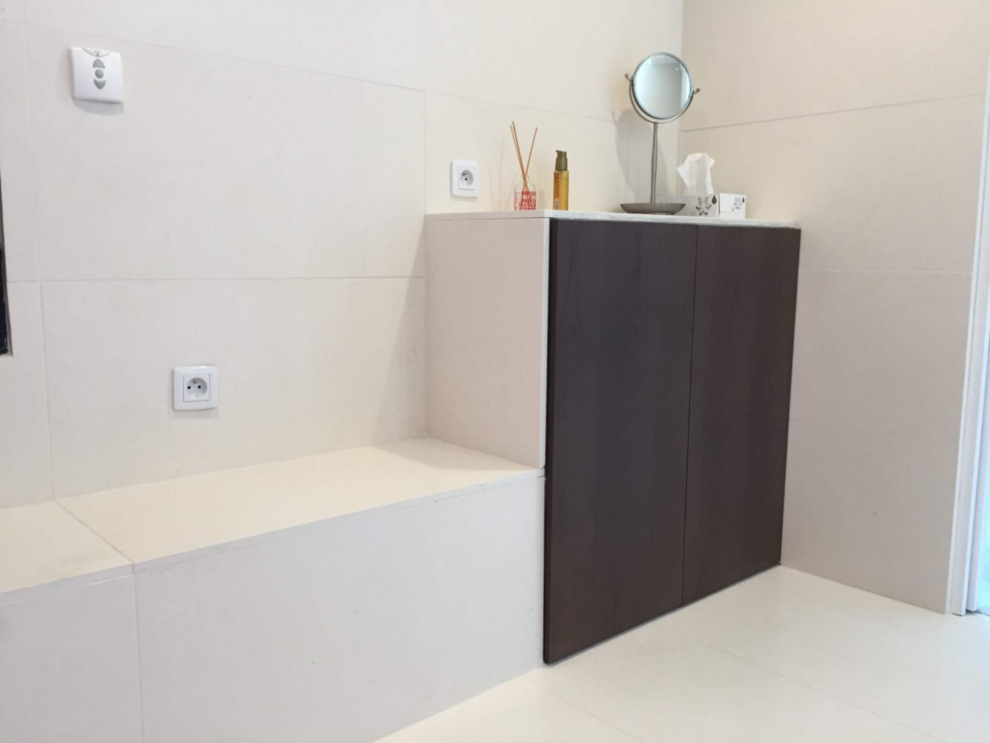 cr ation d une salle de bains avec douche l italienne sur les pennes mirabeau carrelage. Black Bedroom Furniture Sets. Home Design Ideas