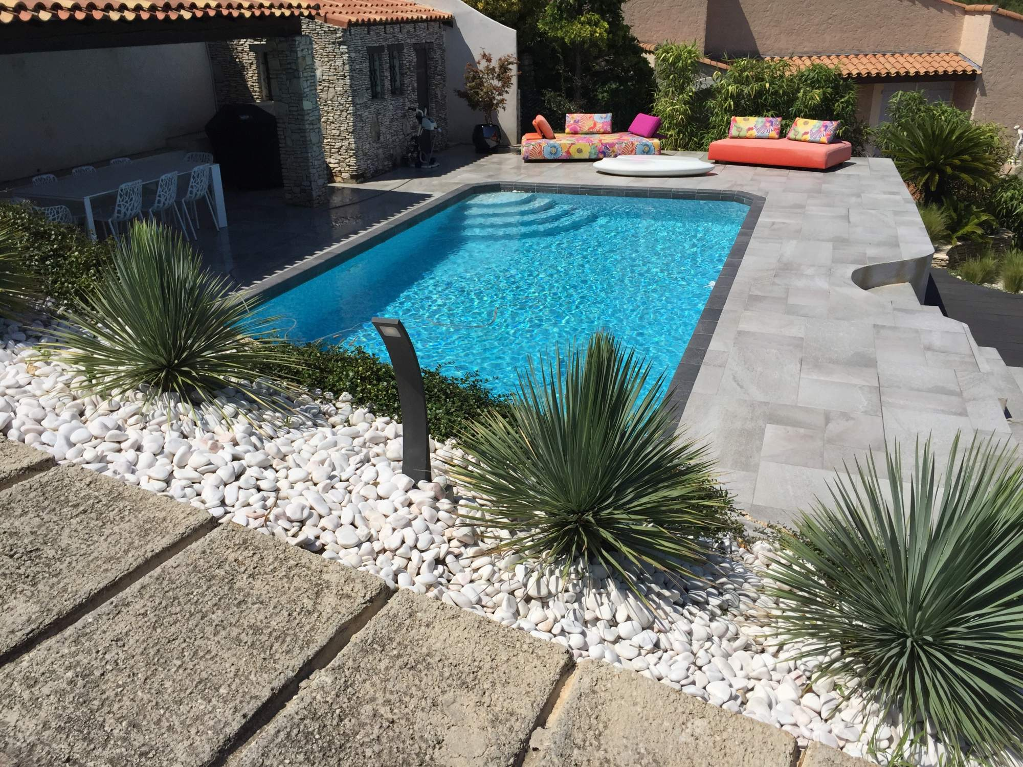R novation d un contour de piscine et terrasses sur les for Carrelage interieur piscine