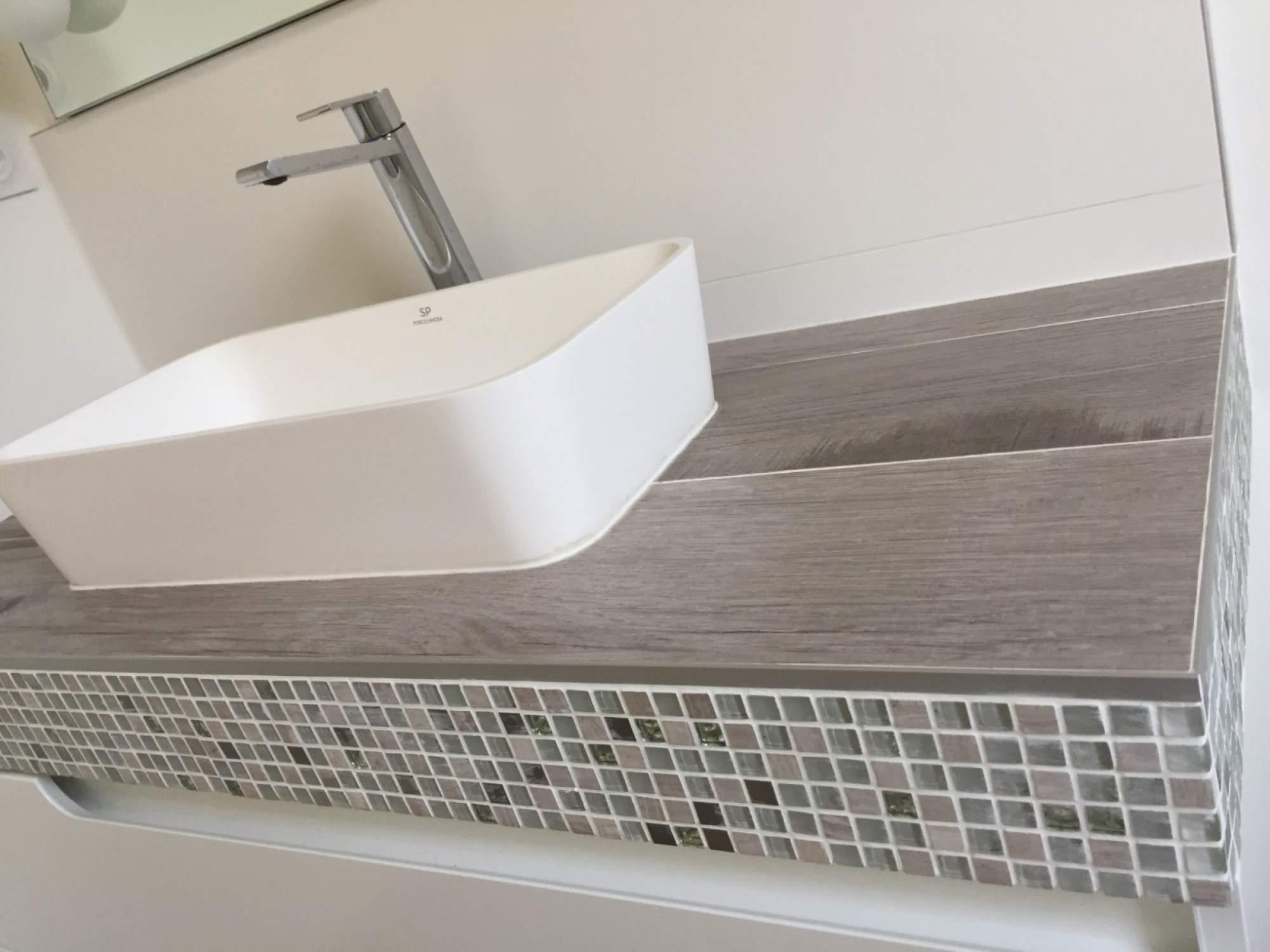 nouvel agencement et am nagement d une salle de bains sur aix en provence carrelage int rieur. Black Bedroom Furniture Sets. Home Design Ideas