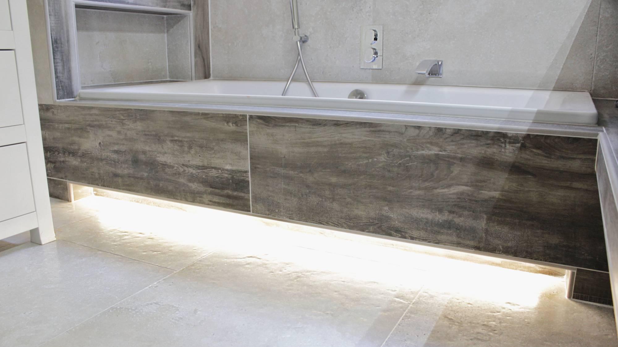 Salle de bains enti rement r nov e carrelage effet pierre for Aix carrelage palette