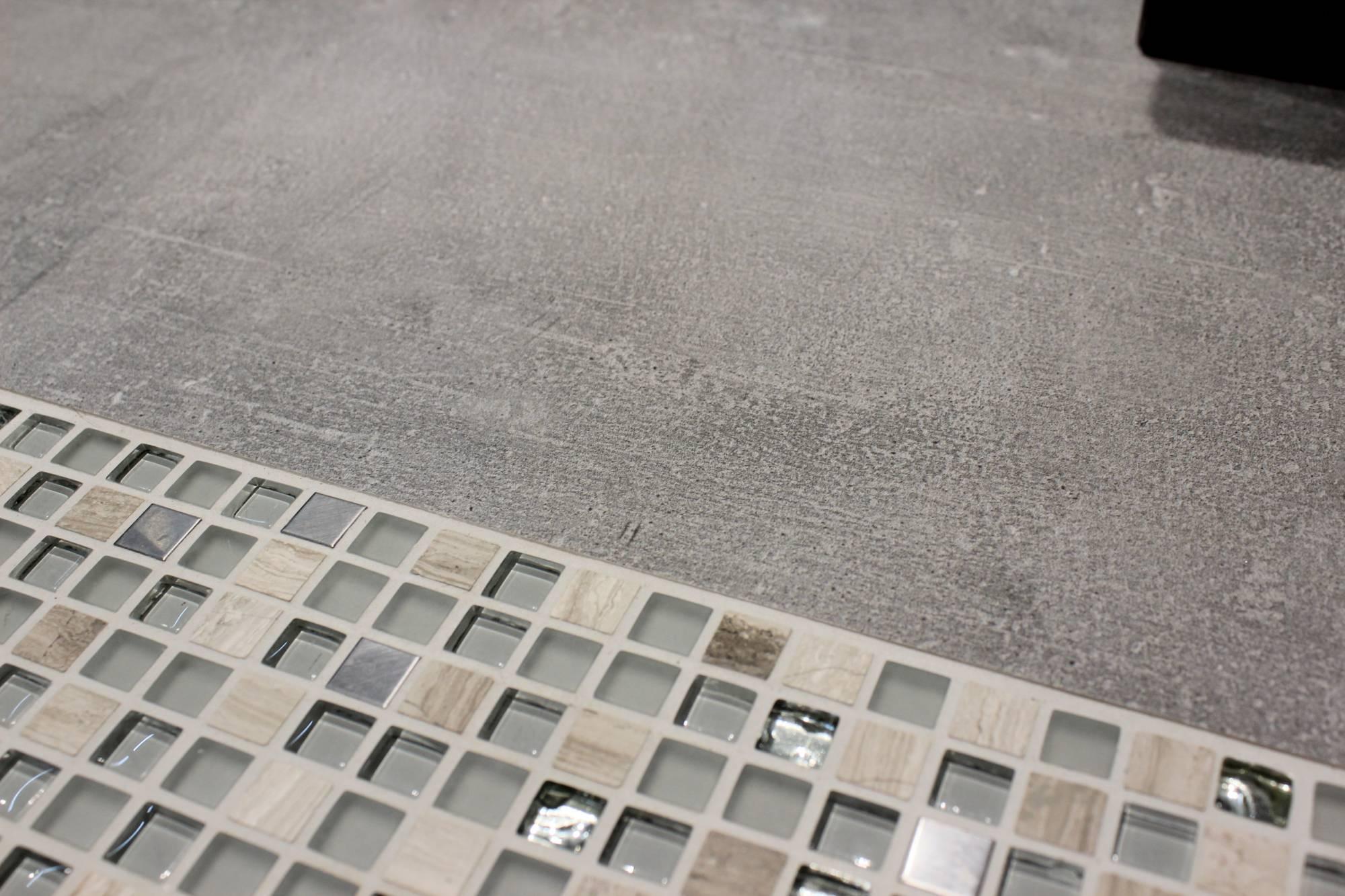 salle de bains moderne design avec douche italienne aix en provence