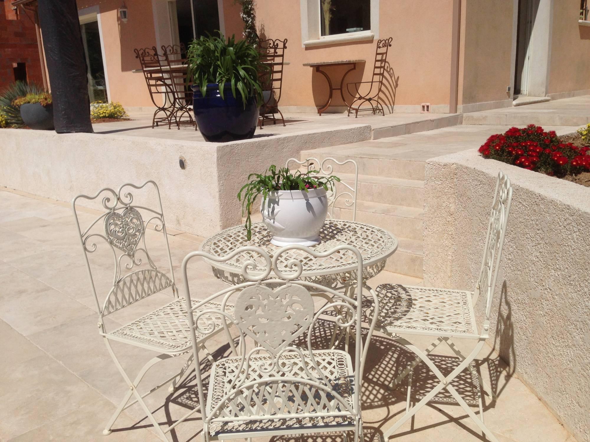 terrasse en travertin clair 40x60 puyricard 13540 carrelage int rieur et ext rieur eguilles. Black Bedroom Furniture Sets. Home Design Ideas