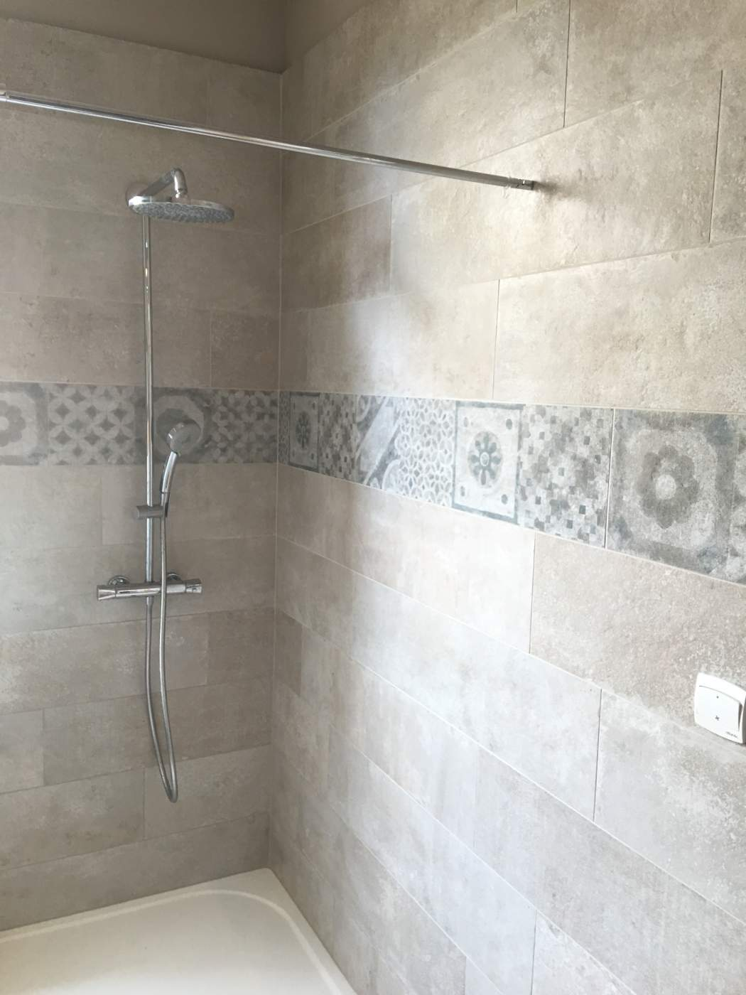 Exemple salle de bain leroy merlin for Carrelage faience