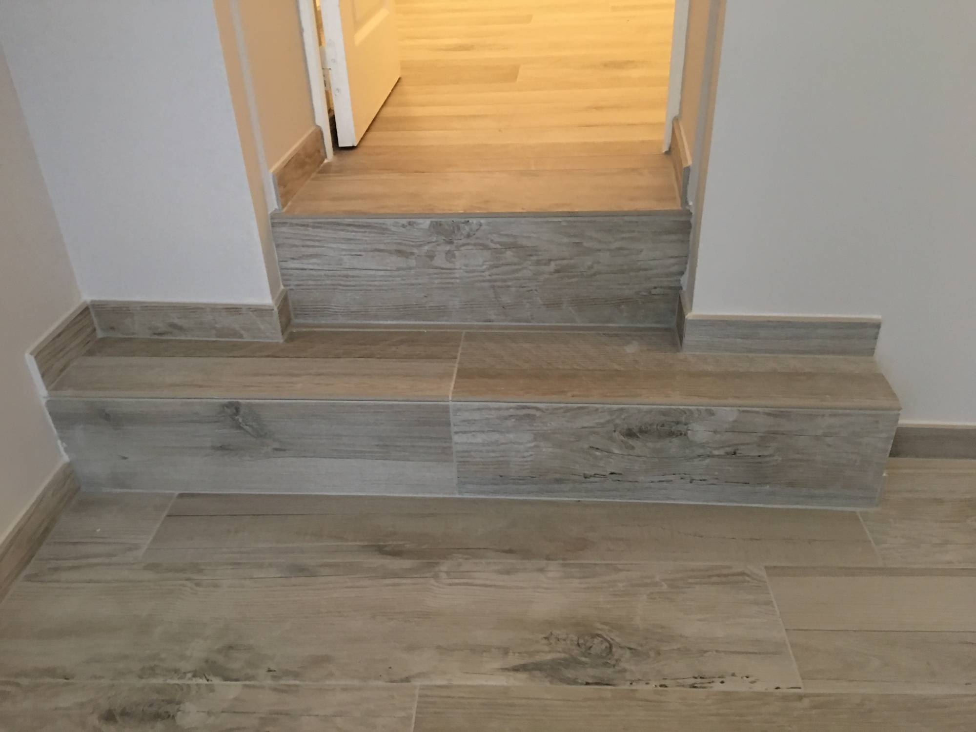 R novation sol appartement en carrelage imitation bois aix for Carrelage imitation bois exterieur