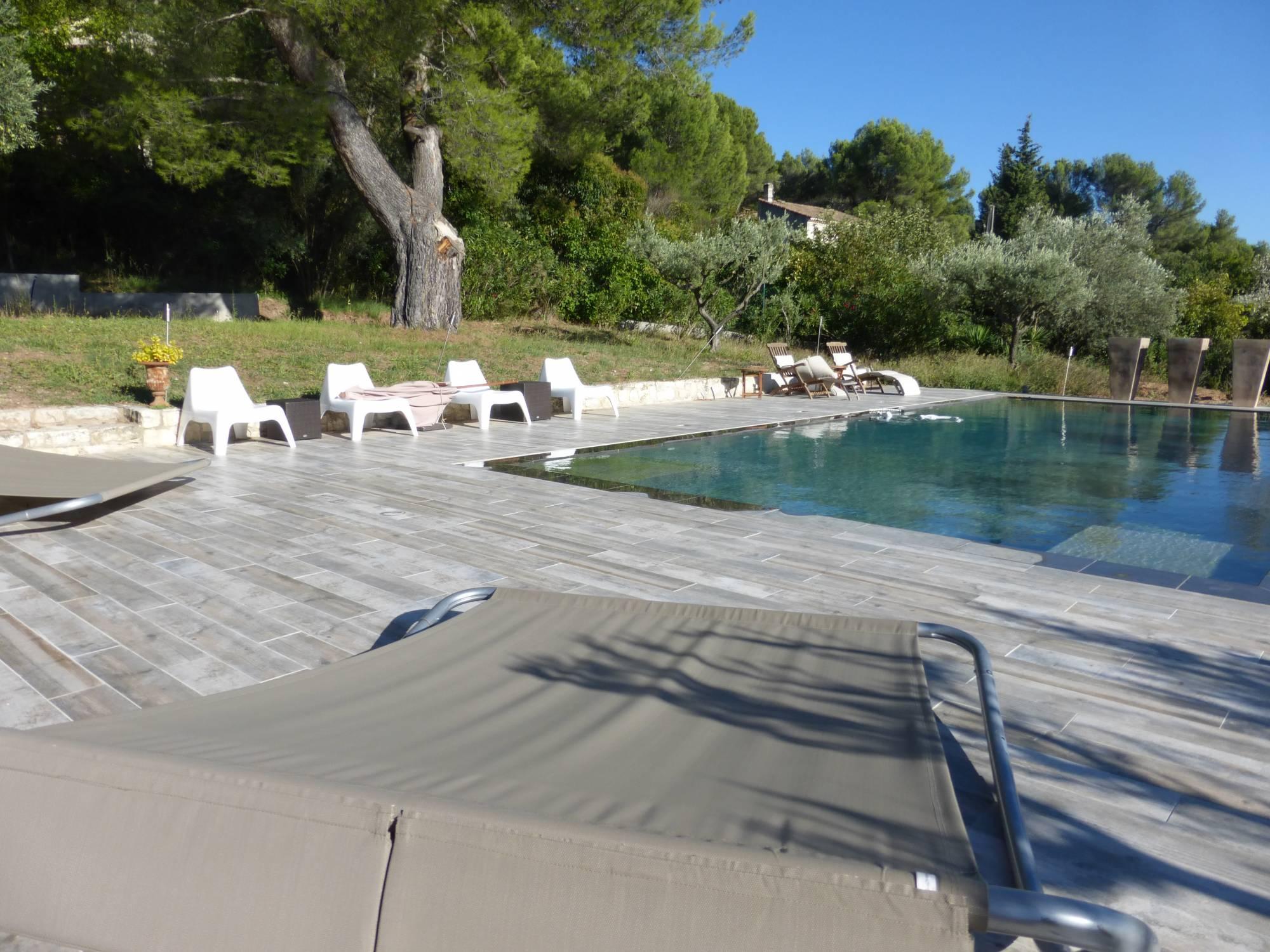 piscine imitation bois eguilles carrelage intà rieur et extà rieur