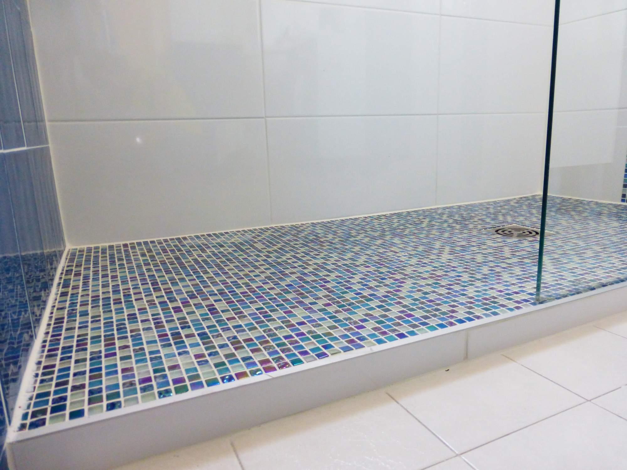 mosaïque pour douche à l'italienne bouche du rhône - carrelage ... - Mosaique Salle De Bain Italienne