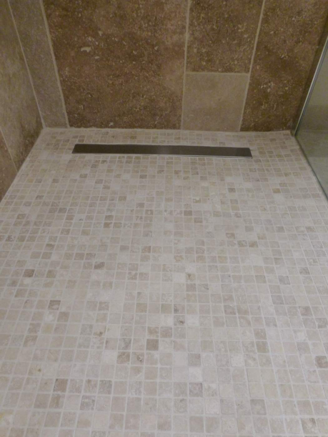 Carrelage salle de bain travertin for Salle bain travertin