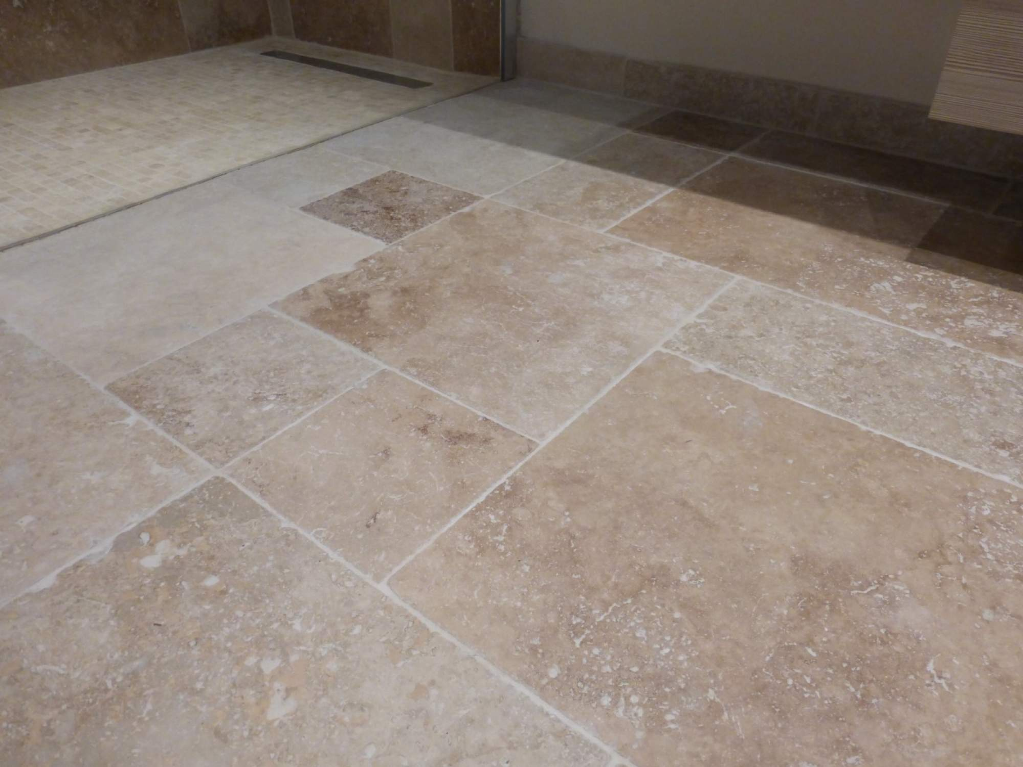 Awesome salle de bain travertin beige ideas awesome for Carrelage blanc 10x10