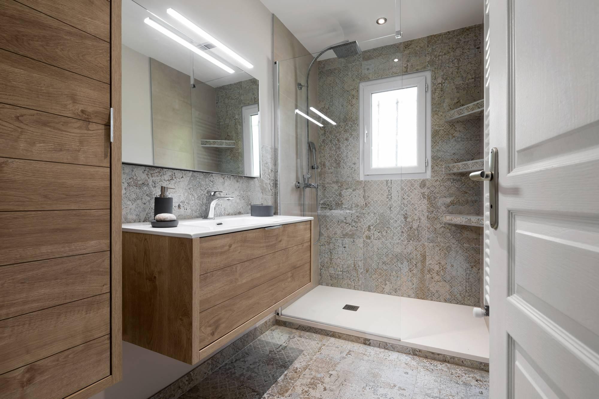 Salle de bains déco entièrement rénovée Aix en Provence ...