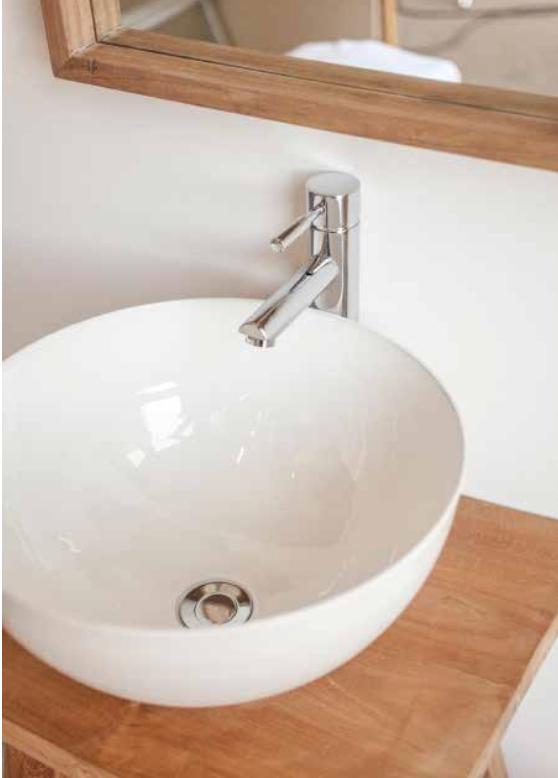 vasque m tal poser pour meuble suspendu salle de bains aix en provence carrelage int rieur. Black Bedroom Furniture Sets. Home Design Ideas