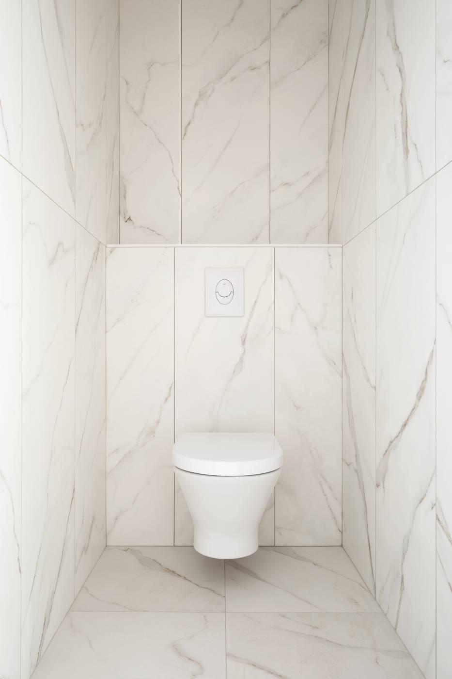 Salle de bains effet marbre Aix en Provence - Carrelage ...