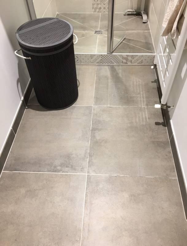 salle d 39 eau pour espace r duit avec douche italienne aix. Black Bedroom Furniture Sets. Home Design Ideas