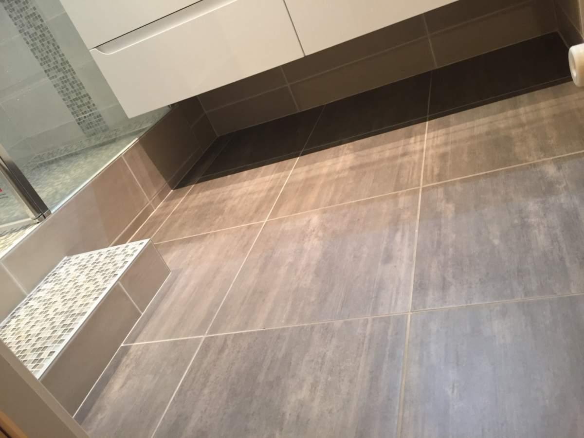 Salle de bains en travertin sur vitrolles carrelage for Carrelage exterieur travertin