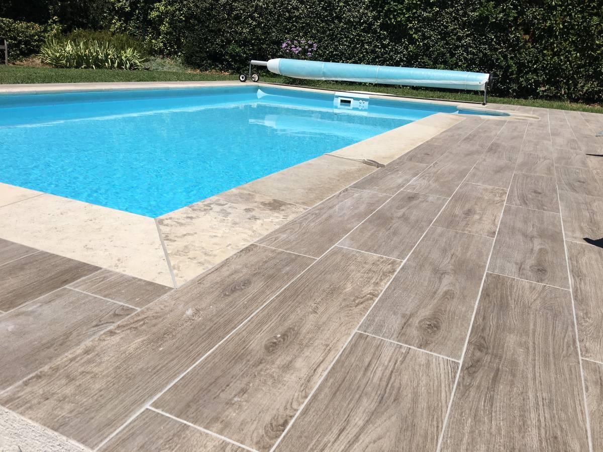 piscine carrelage imitation bois margelles en pierre aix en provence carrelage int rieur et. Black Bedroom Furniture Sets. Home Design Ideas