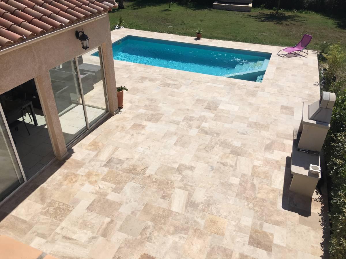 piscine en travertin carrelage int rieur et ext rieur. Black Bedroom Furniture Sets. Home Design Ideas